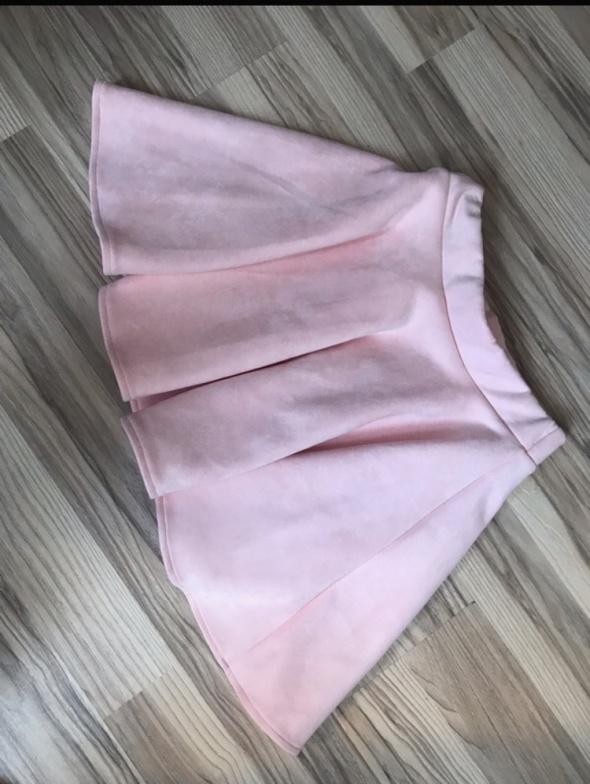 Rozkloszowana spódniczka