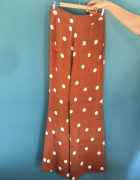 UTERQUE nowe spodnie w kremowe grochy S...
