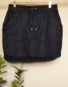 Czarna spódnica na gumce z wiązaniem...