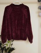 Bordowy welurowy sweter z bufiastymi rękawami...