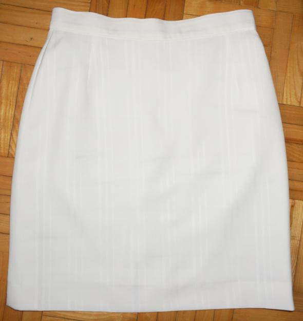 Spódnice Spódniczka kremowa