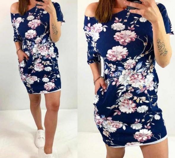 Suknie i sukienki Sukienka dresowa w piękne kwiaty