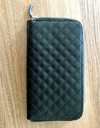 Czarny pikowany portfel