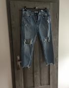 Spodnie jeansy z dziurami przetarciami Bershka...
