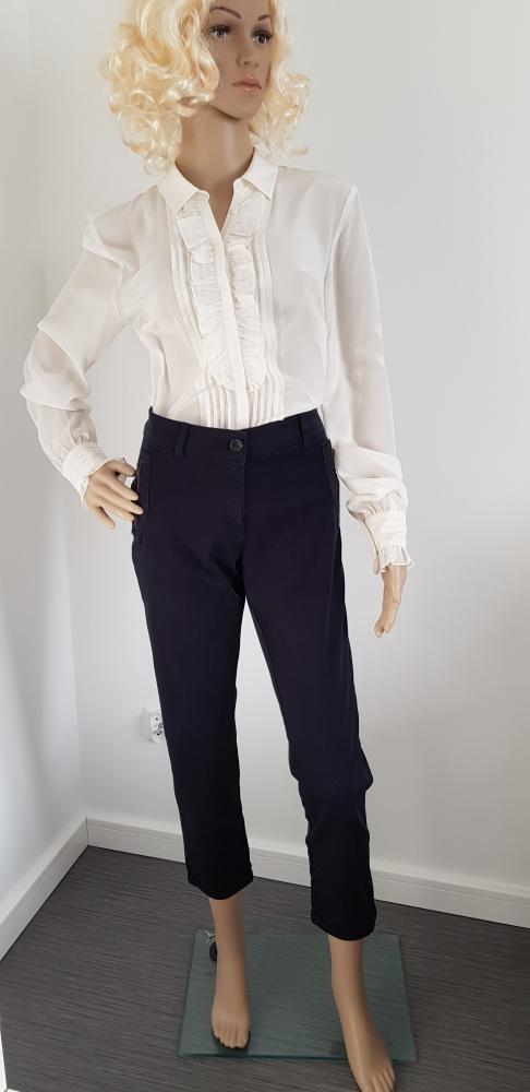 Granatowe spodnie marki ZARA...