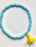 Bransoletka z niebieskich koralików żółty chwost na gumce...