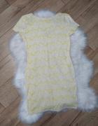 Sukienka żółto biała wytłaczane wzory M River Island...