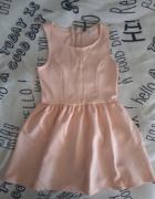 Rozkloszowana sukienka pudrowy róż...