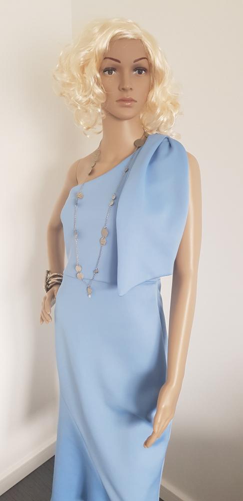 Niebieska sukienka marki Asos...