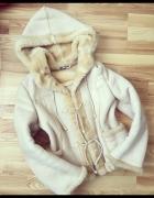 Kożuszek nude beżowy baranek ciepły płaszczyk M...