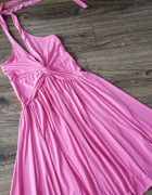 Rozkloszowana sukienka w stylu Marylin Monroe...
