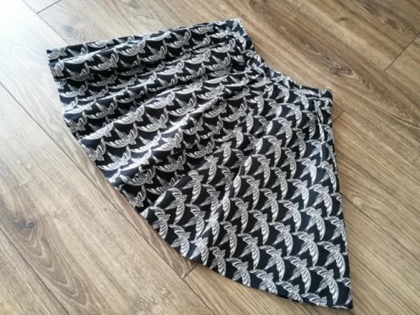Spódnica w jaskółki MOHITO
