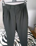 Materiałowe spodnie z guzikiem...