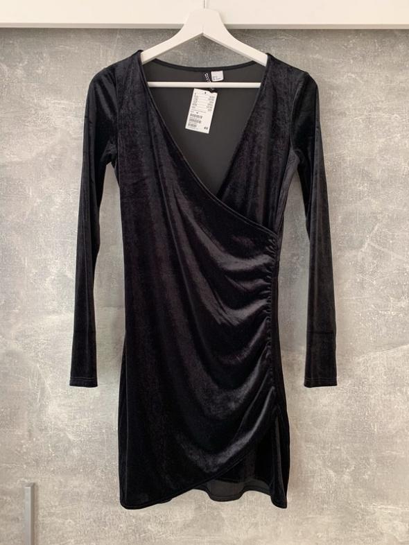 mała czarna welurowa sukienka zakładkowa marszczona nowa