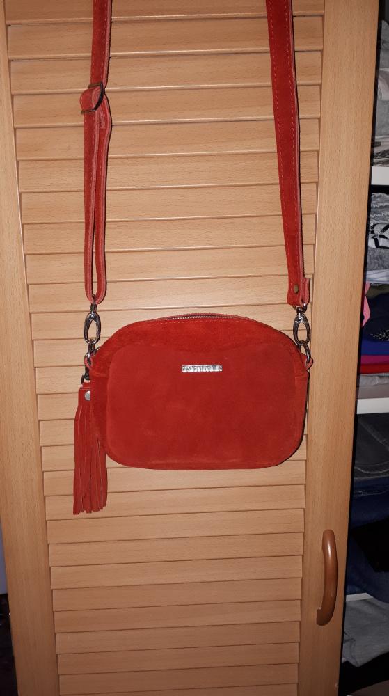 Czerwona zamszowa torebka...