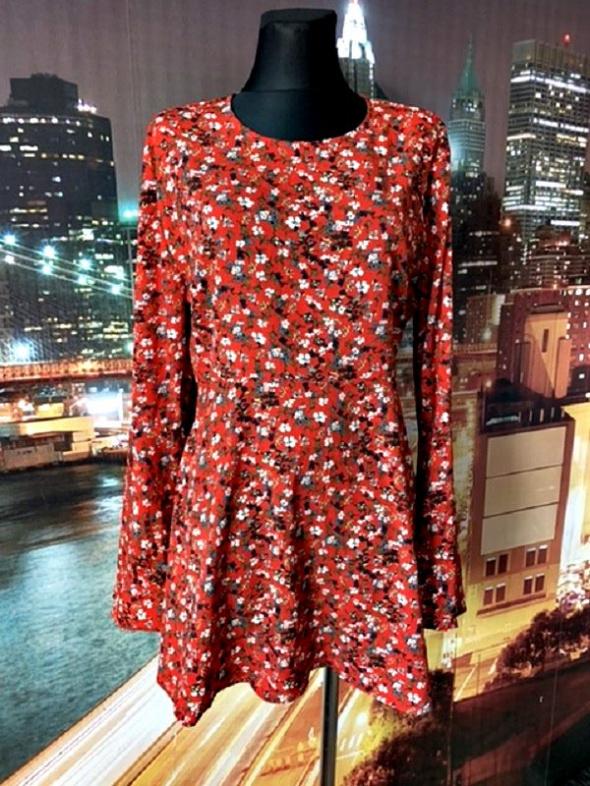 Prettylittlething sukienka kwiaty rękaw typu dzwon hit 42
