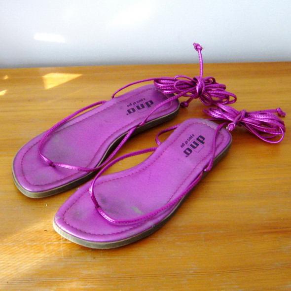 Metaliczne Różowe Sandały 39 Wiązane do Kolana