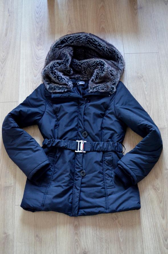 Odzież wierzchnia czarna kurtka rozmiar XL