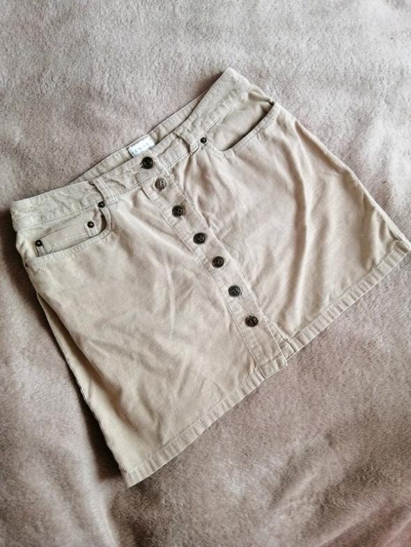 Modna spódnica guziki...
