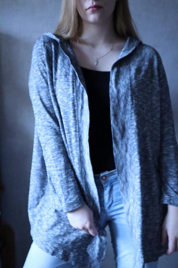 Szara bluza H&M z kapturem