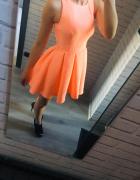 Sukienka neonowa rozkloszowana...