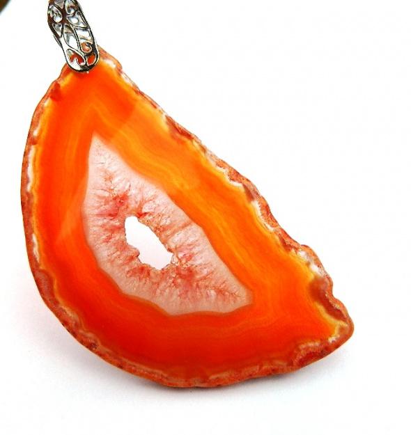 Duży pomarańczowy agat z kryształem efektowny wisior