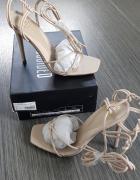 Sandały w kolorze beżowym Missguided...