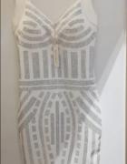 Śliczna sukienka bogato zdobiona...