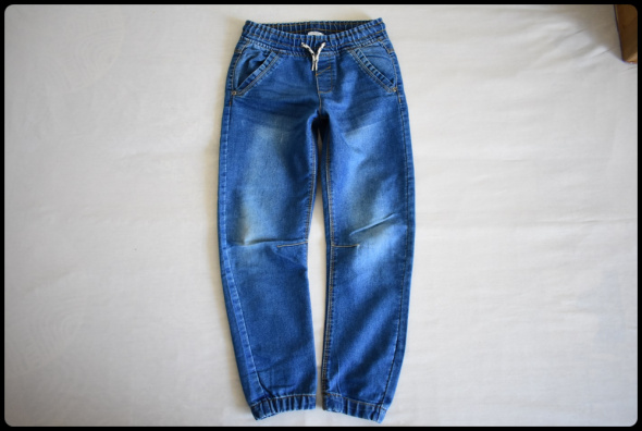BOYS spodnie jeansowe na gumce rozmiar 128 stan bdb