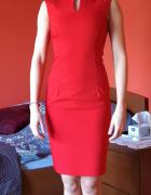 Czerwona sukienka Mohito z ozdobą