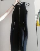 Czarna sukienka z zamkami z przodu...