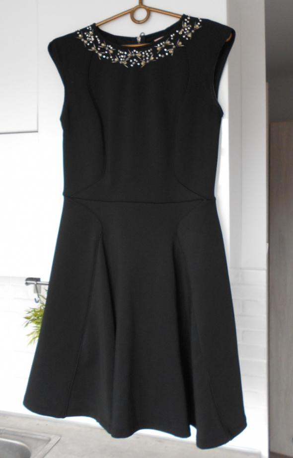Ted Baker nowteda czarna sukienka rozkloszowana zdobiona kryształki