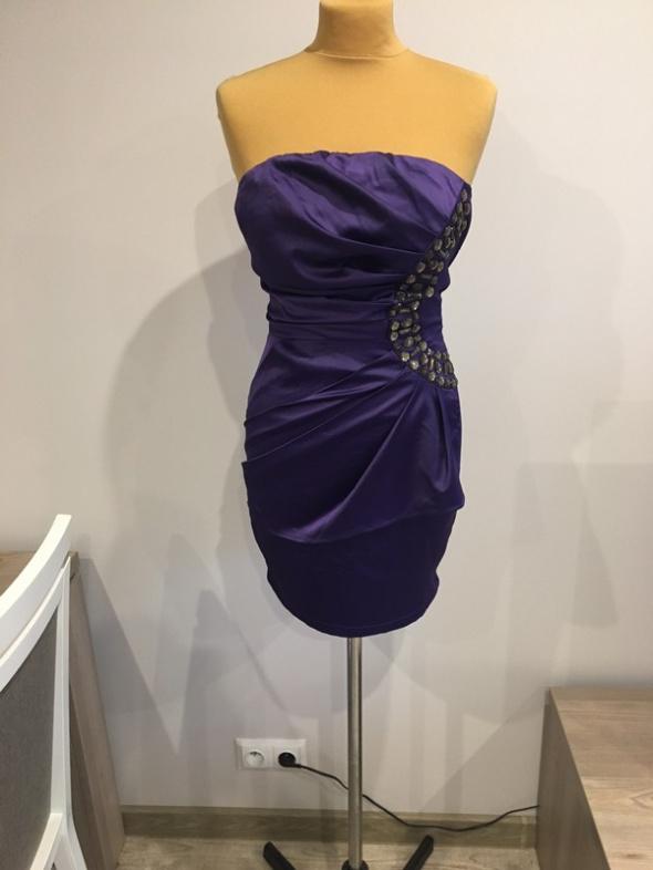 Sukienka Mała czarna z koronka...