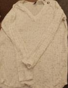 Biała bluzka z długim rękawem...