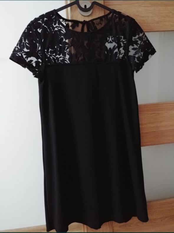 Sukienka z koronkową górą...