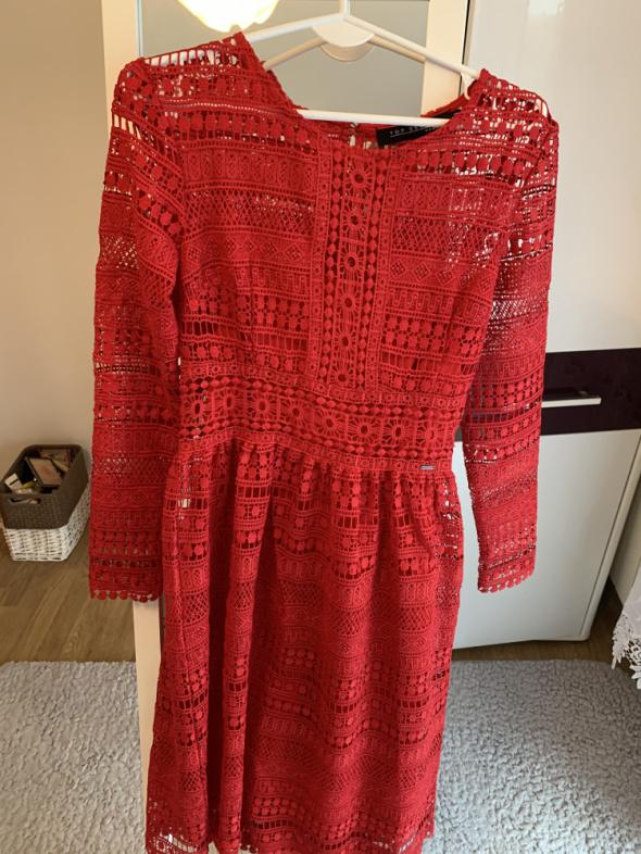 Czerwona koronkowa sukienka Top Secret