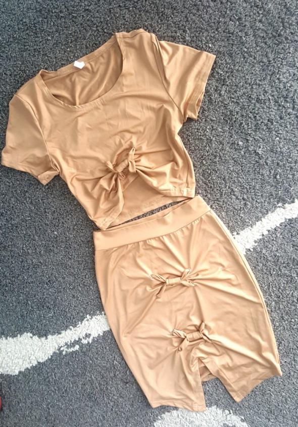 Komplecik beż sznurowany top plus spódniczka