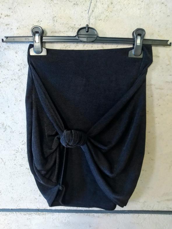Spódnica boohoo r34 guzek mini czarna