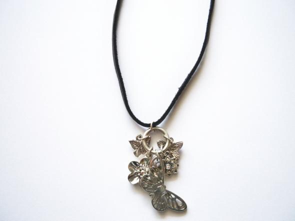 Srebrny wisiorek na rzemyku SIX motyle naszyjnik boho