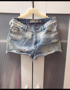 Jeansowe spodenki S przetarcia dziury...