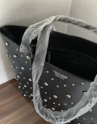 Czarna torba z dżetami Victorias Secret...