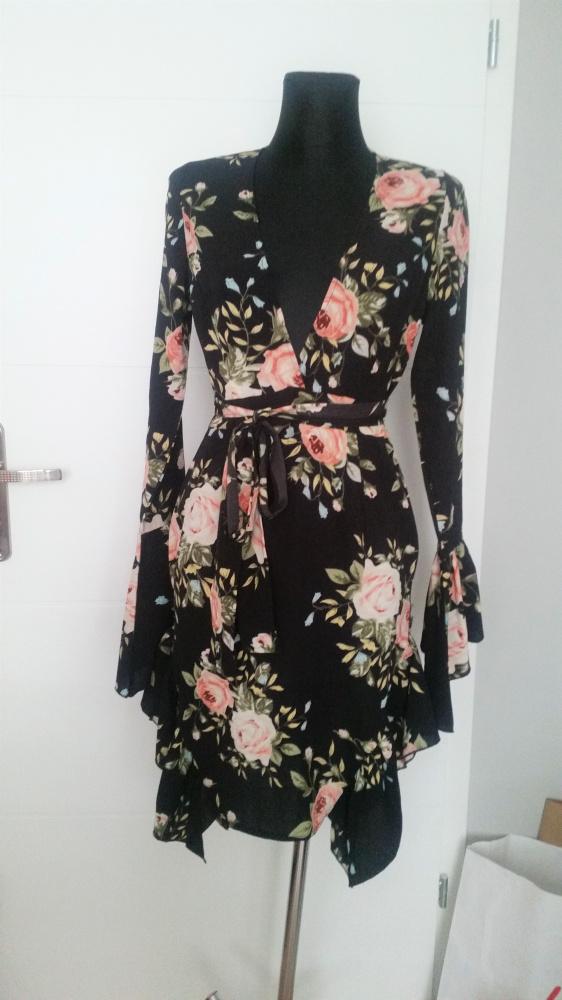 Piękna sukienka w kwiaty PrettyLittleThing