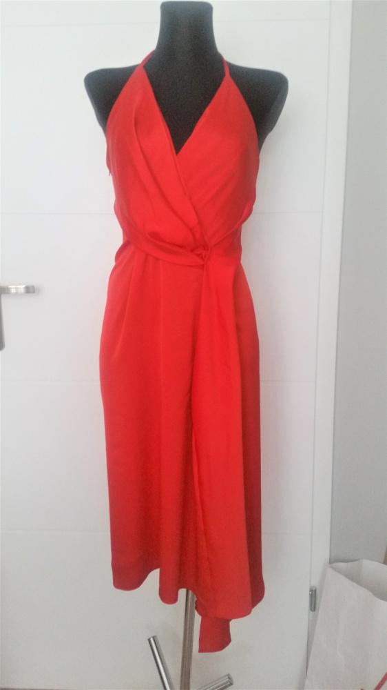 Czerwona sukienka z dekoltem na plecach Asos...