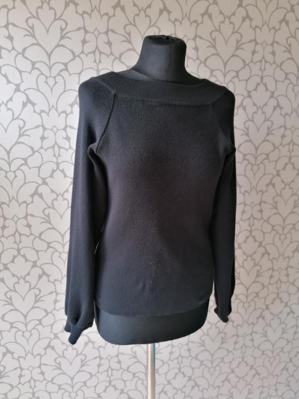 Czarna bluzka bluza sweterek basic minimalizm szerszy rękaw Stradivarius S