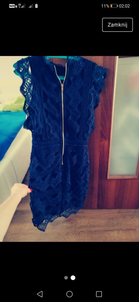 Sukienka z gipiury...