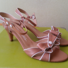 Nowe hiszpańskie skórzane sandałki rozmiar 39