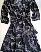 Kopertowa wzorzysta sukienka z wiązaniem S M...