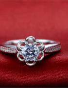 Nowy pierścionek posrebrzany srebrny kwiat kwiatek cyrkonie...