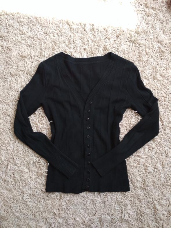 sweterek klasyczny czarny
