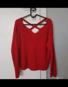 Sweter z wiązaniem...